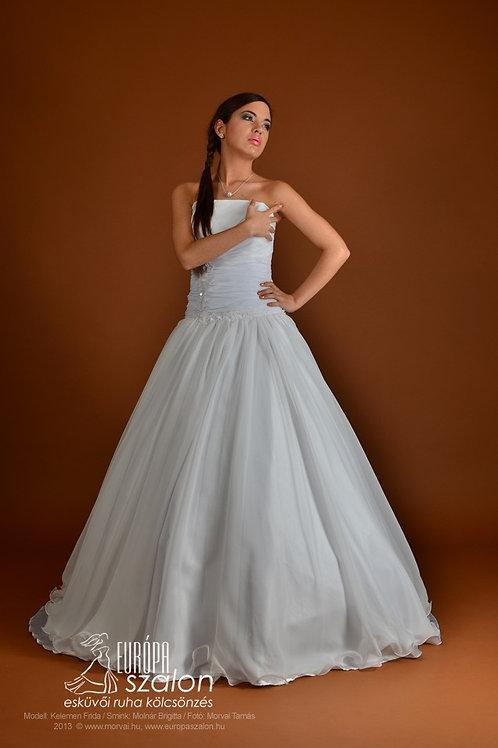 55. Menyasszonyi ruha
