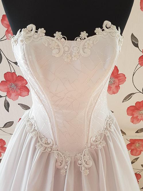 M116 Menyasszonyi ruha