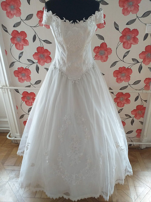 M63 Menyasszonyi ruha