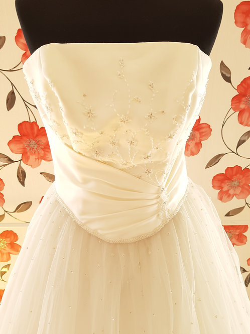 M93 Menyasszonyi ruha