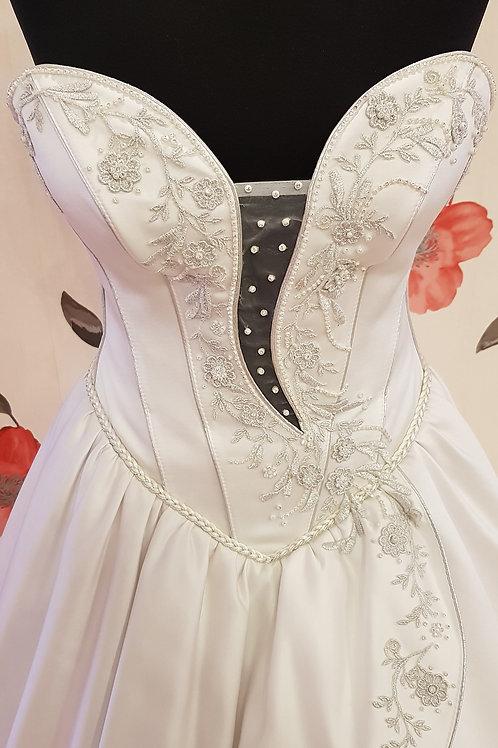 F61 Menyasszonyi ruha