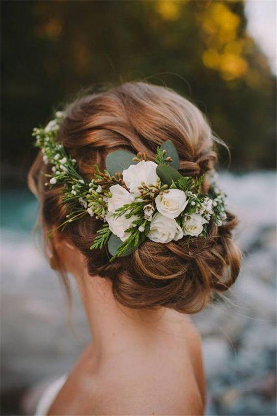 Greenery esküvői stílus esküvői haj