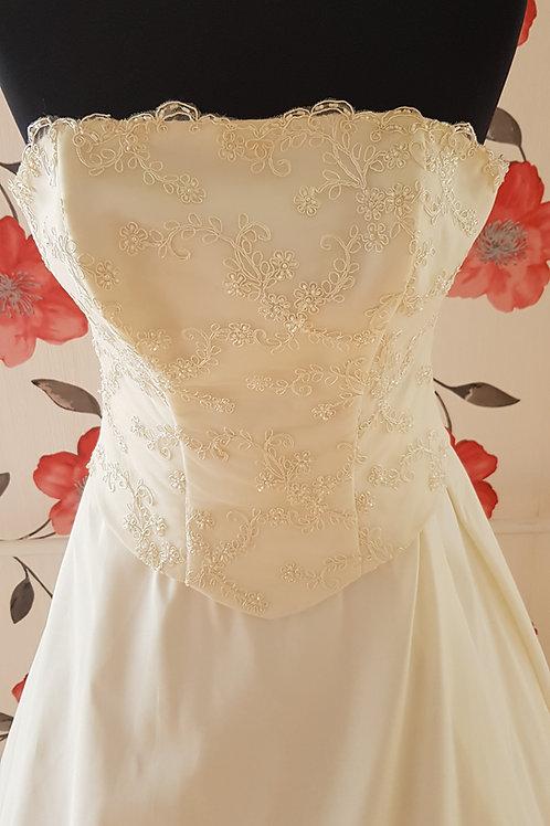 F40 Menyasszonyi ruha
