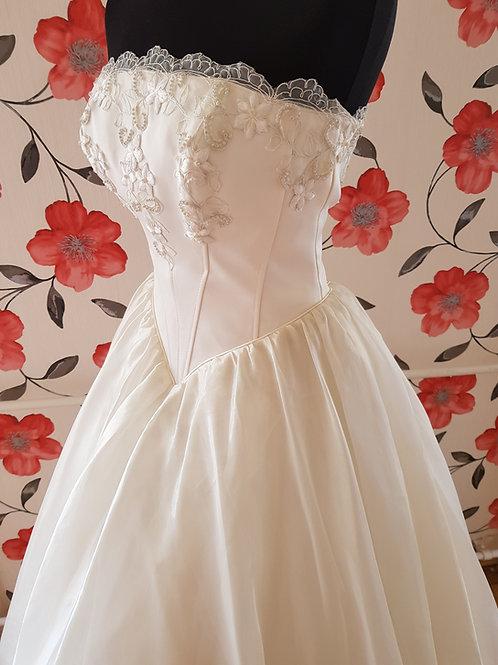 F24 Menyasszonyi ruha