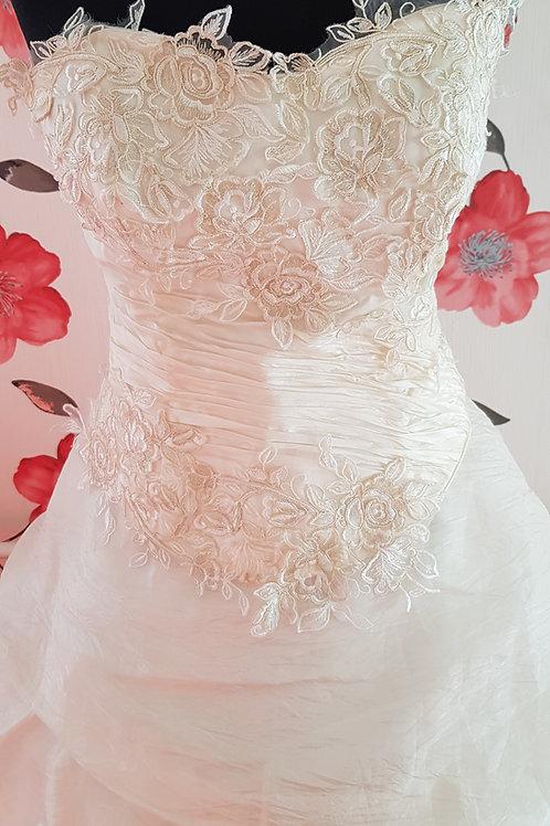 15. Menyasszonyi ruha