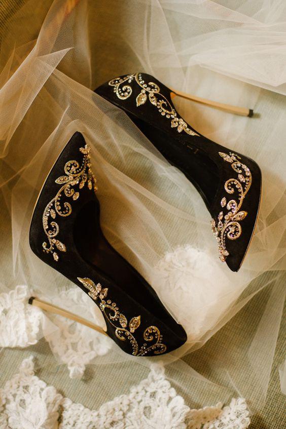 Fekete esküvői cipő