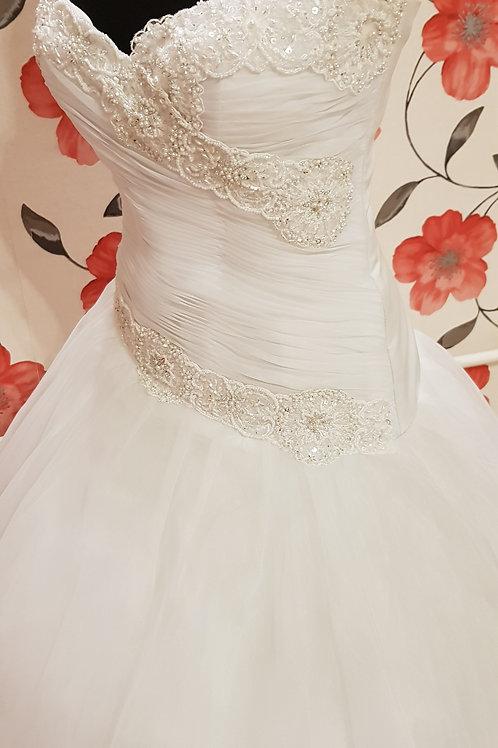 É3 Menyasszonyi ruha