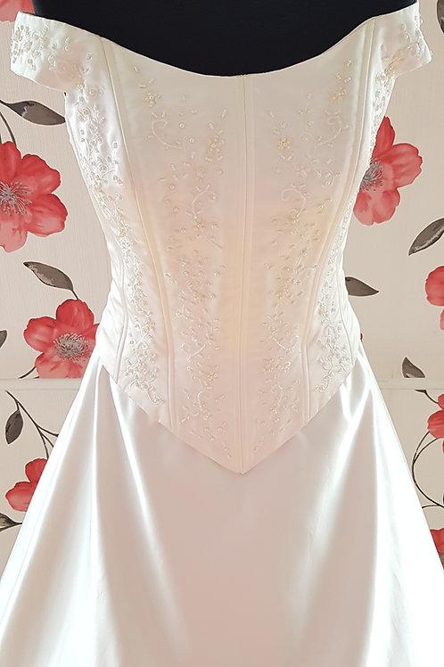 F38 Menyasszonyi ruha