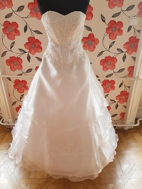 32. Menyasszonyi ruha