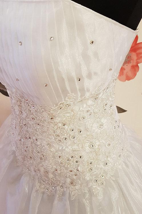 F64 Menyasszonyi ruha
