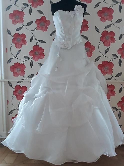 M16 Menyasszonyi ruha