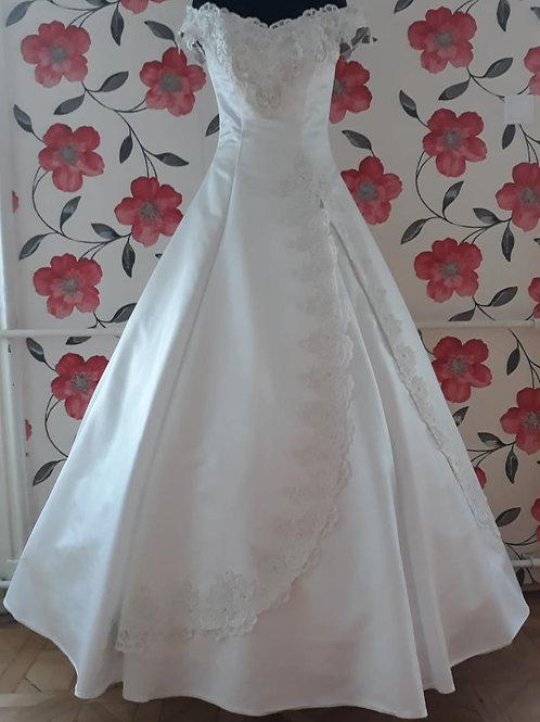 M18 Menyasszonyi ruha