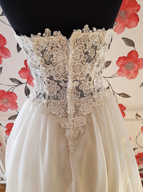 M88 Menyasszonyi ruha