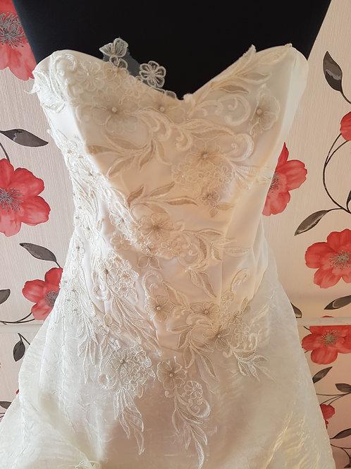 F2 Menyasszonyi ruha