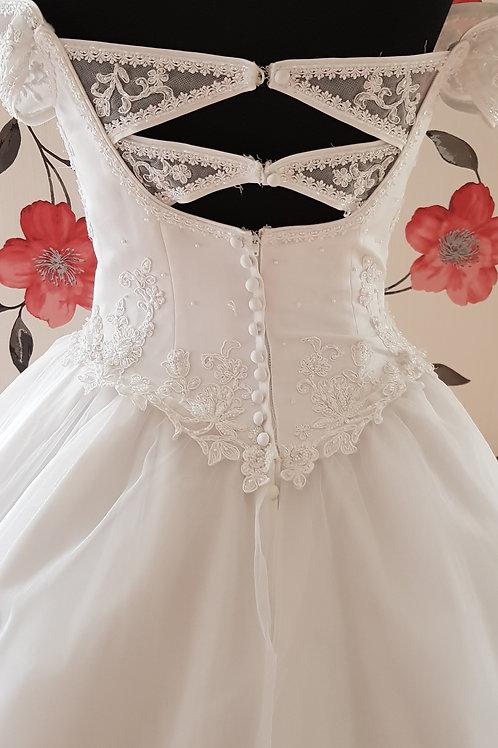 F161 Menyasszonyi ruha
