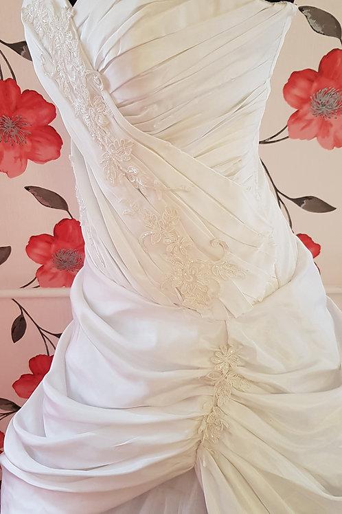 23. Menyasszonyi ruha