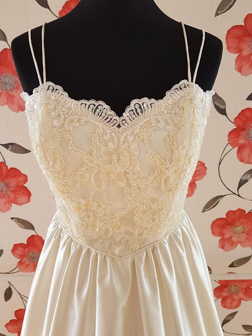 M108 Menyasszonyi ruha