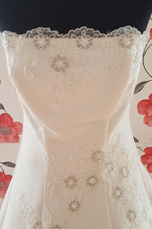 F39 Menyasszonyi ruha