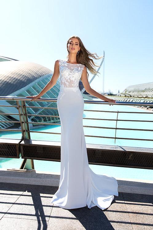 Mary Bella Anna esküvői sima szoknyás, csipke felsős ruhája szemből