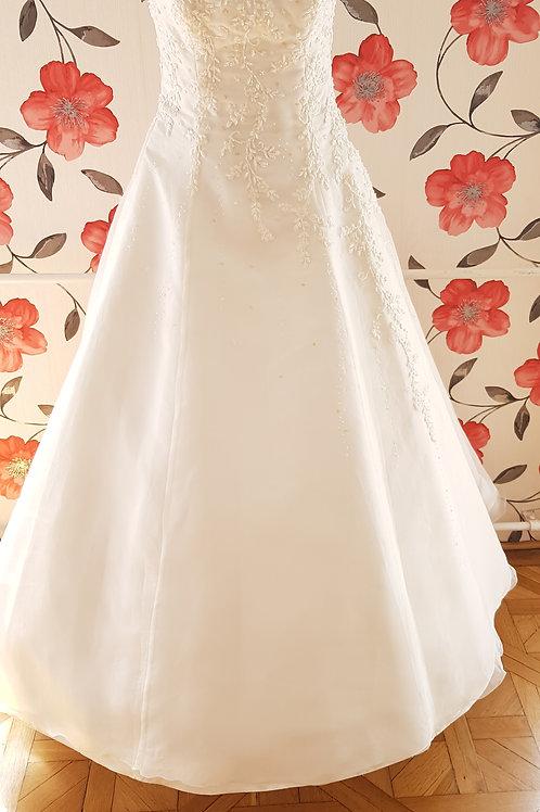 38. Menyasszonyi ruha