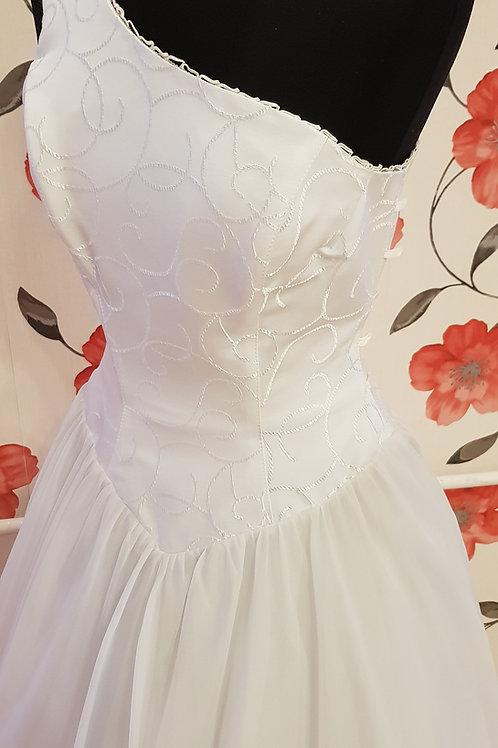 F66 Menyasszonyi ruha