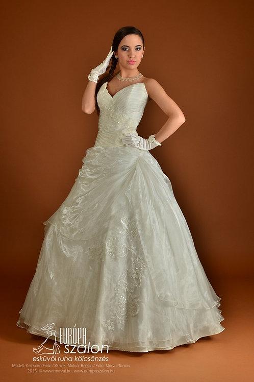 35. Menyasszonyi ruha