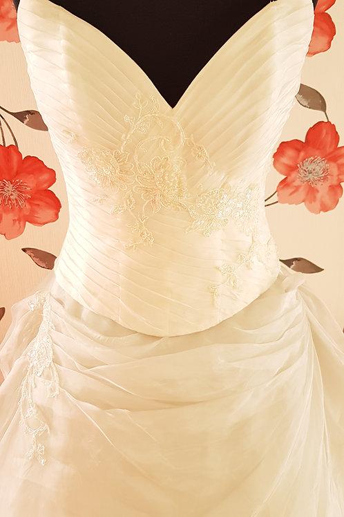 18. Menyasszonyi ruha