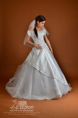 M64 Menyasszonyi ruha