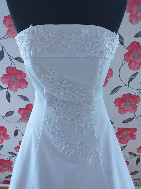 M65 Menyasszonyi ruha