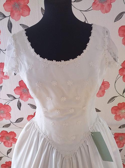 M66 Menyasszonyi ruha