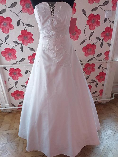M44 Menyasszonyi ruha