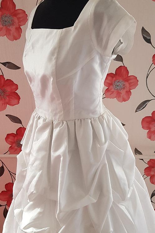 4. Menyasszonyi ruha