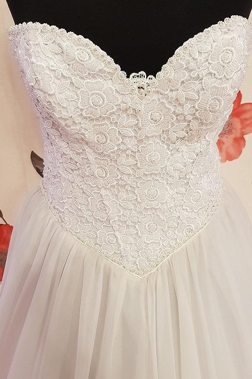 F67 Menyasszonyi ruha