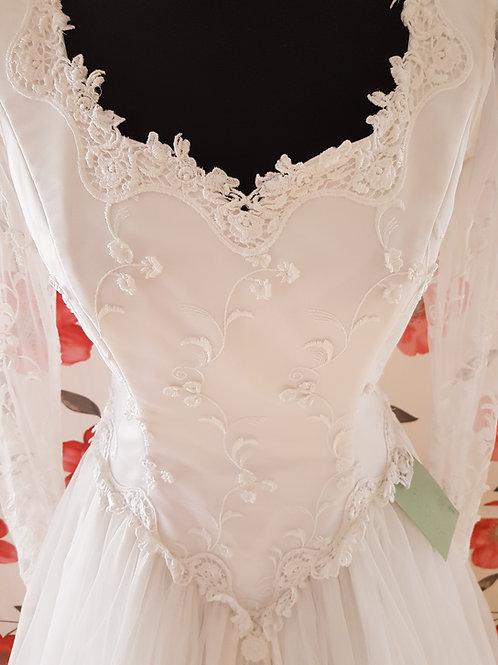 M98 Menyasszonyi ruha