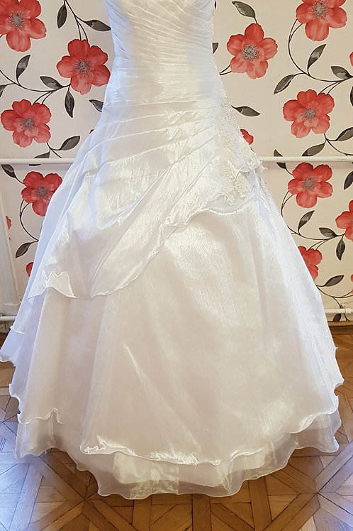 36. Menyasszonyi ruha
