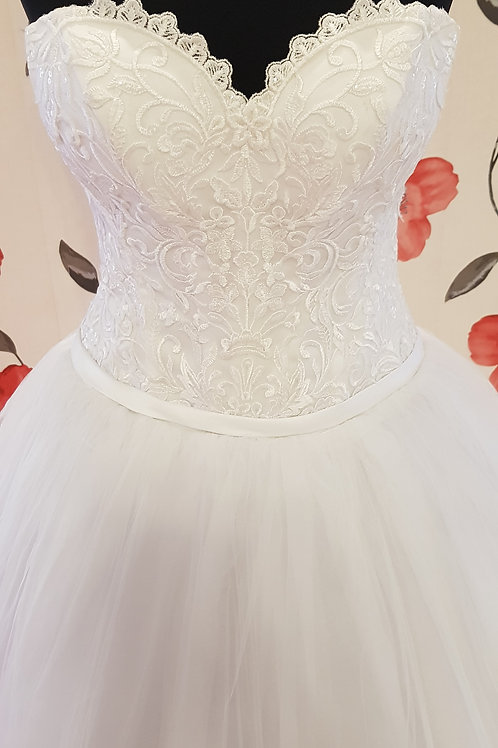 É13 Menyasszonyi ruha