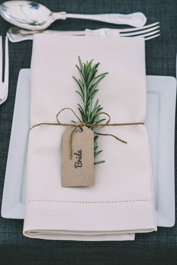 Greenery esküvői stílus ültetőkártya
