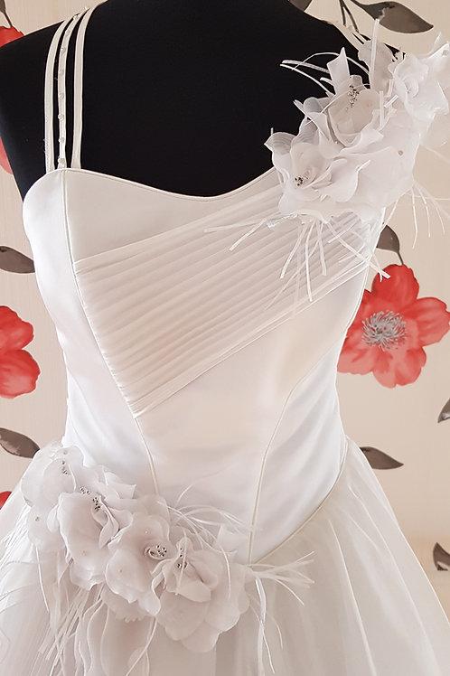 F37 Menyasszonyi ruha