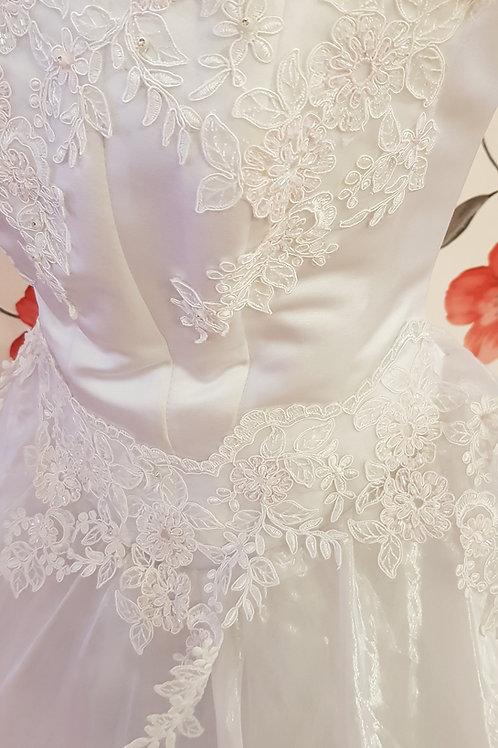 F57 Menyasszonyi ruha