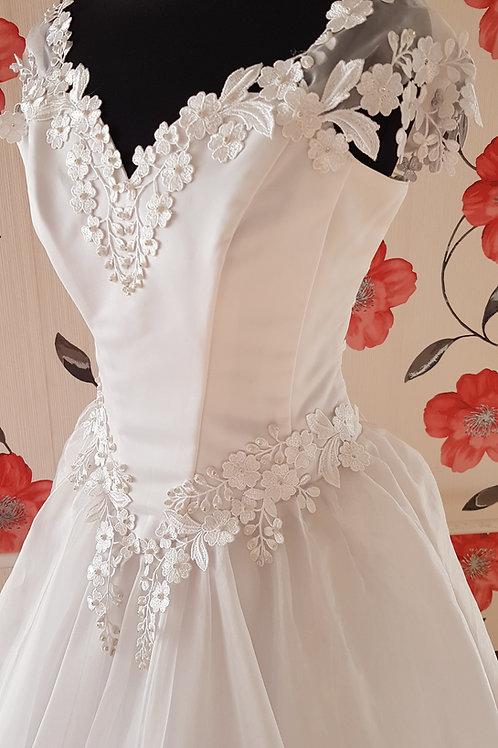 F32 Menyasszonyi ruha