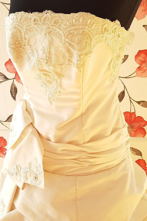 F53 Menyasszonyi ruha