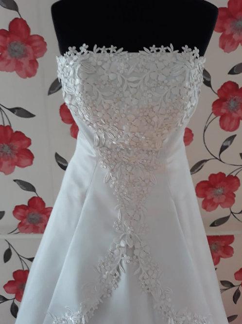 M6 Menyasszonyi ruha