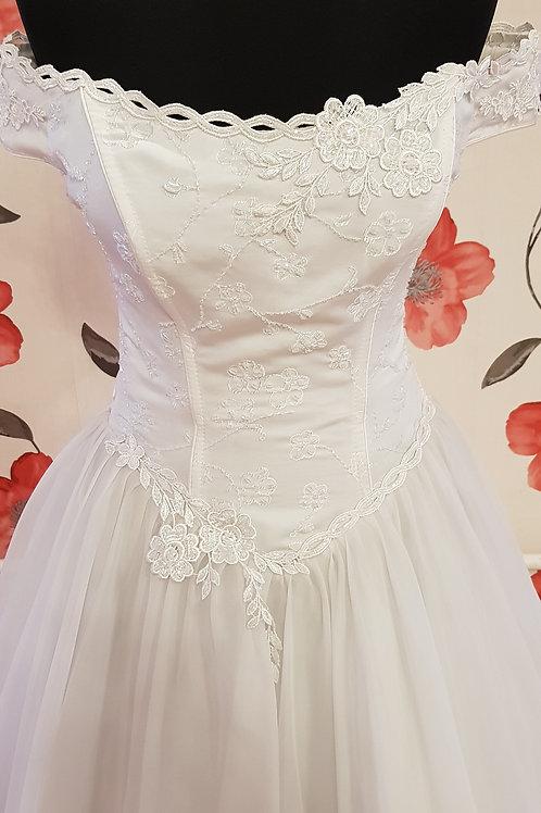 F56 Menyasszonyi ruha