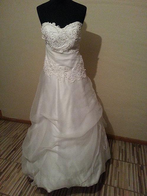 8. Menyasszonyi ruha