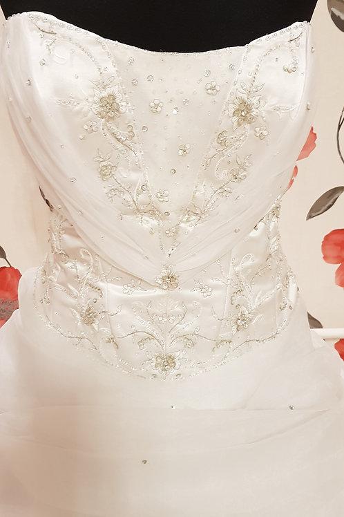 É4 Menyasszonyi ruha