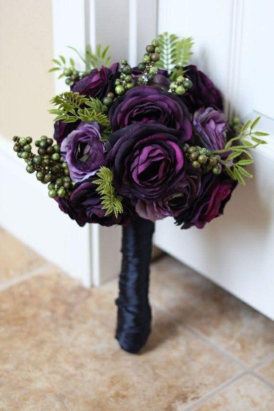 Fekete-lila menyasszonyi csokor