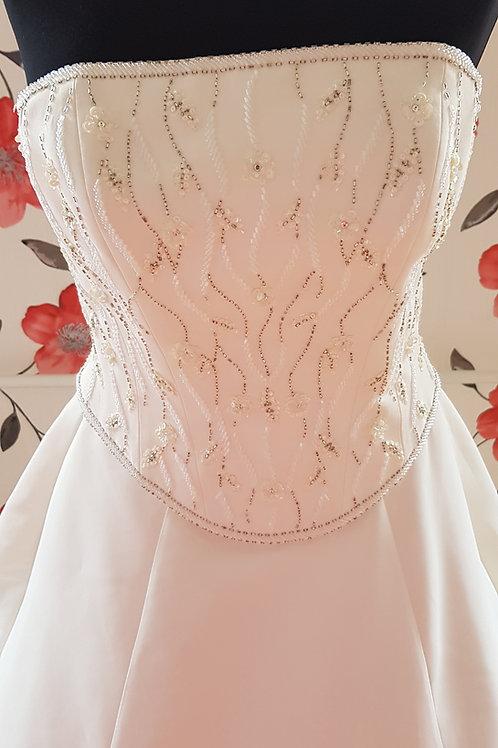 F44 Menyasszonyi ruha