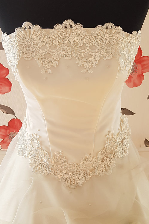 F45 Menyasszonyi ruha