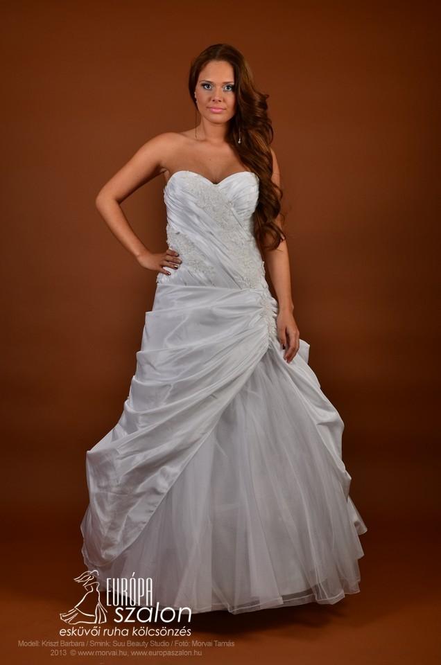 M149 Menyasszonyi ruha