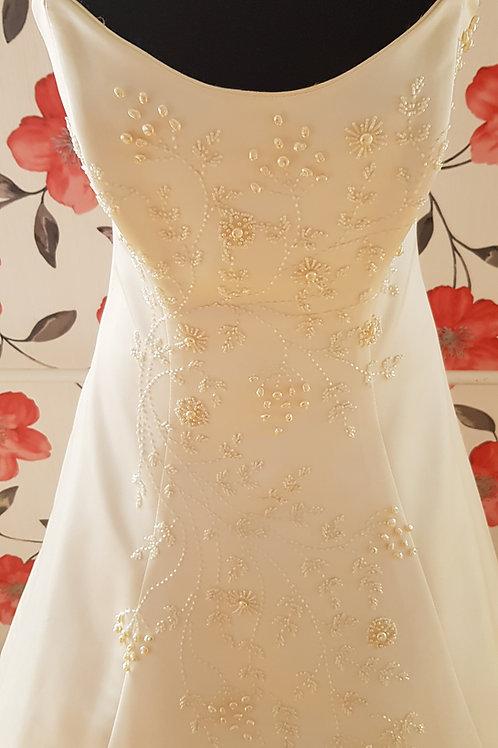 F43 Menyasszonyi ruha